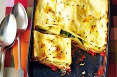 Bringt schnell die Energie zurück: Die Zuccini-Lasagne mit Ricotta stärkt die Muskeln mit schnellen Kohlenhydraten und Molkeeiweiß. Direkt nach dem Sport auftischen! Zum Rezept: Zucchini-Lasagne mit Ricotta