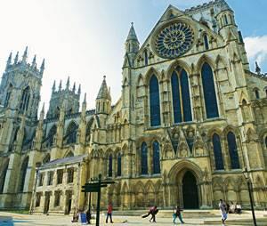 England: Touristenmagnet von York ist das Minster: Die gotische Kathedrale, 1472 fertiggestellt, gehört zu den größten in Europa