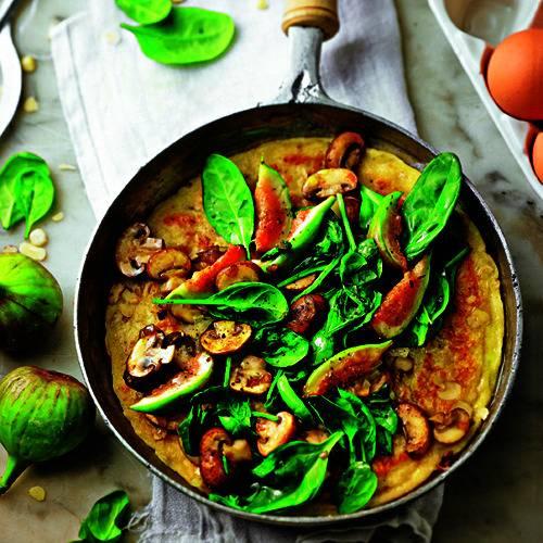 Champignons dürfen auch mit drauf, und in den Teig kommt - für mehr Wumms - würziger Bergkäse. Zum Rezept: Käse Nusspfannkuchen mit Spinat und Feigen
