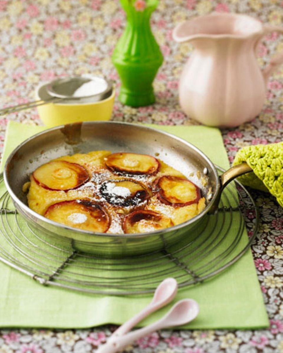 Ein Gericht wie früher bei Oma: Wenn es mittags mal schnell und einfach gehen soll und süß sein darf, sind die Apfelpfannkuchen optimal. Von den Resten kann man auch am nächsten Tag noch naschen!Zum Rezept: Apfelpfannkuchen mit Zimtzucker