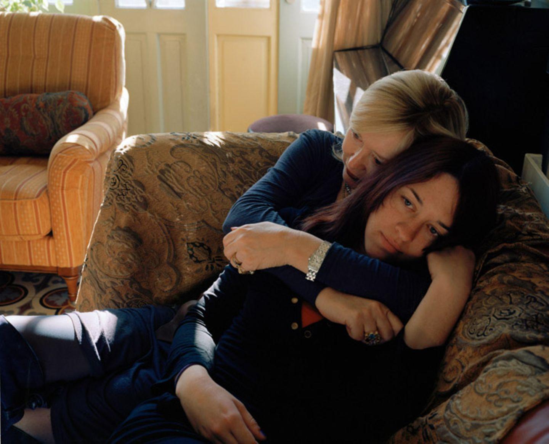 Fremde in vertrauter Pose: Lässt sich Nähe inszenieren?