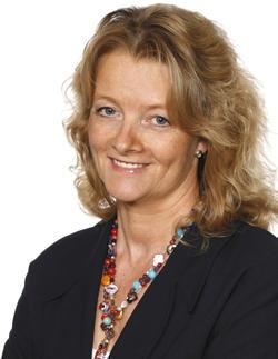 Sabine Strobl (52) hat in Genf bei den Vereinten Nationen volontiert und beim Auswärtigen Amt gearbeitet. In internationalen Konzernen in Köln/Eschborn war sie Vorstandsassistentin, heute im Investor Relations Bereich in Düsseldorf. In ihrer Freizeit fotografiert sie, designt Kameragurte und schreibt den Reiseblog www.mooli-art.de