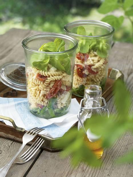 rezepte salat im glas praktisch f r unterwegs. Black Bedroom Furniture Sets. Home Design Ideas