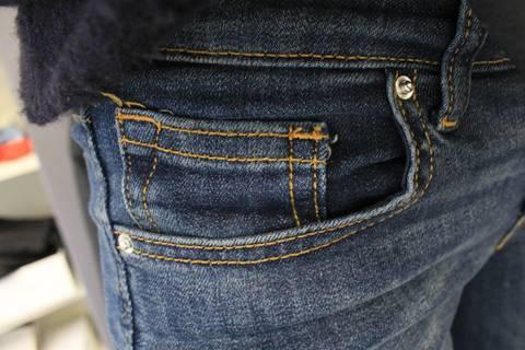 Wozu die fünfte Jeanstasche wirklich da ist