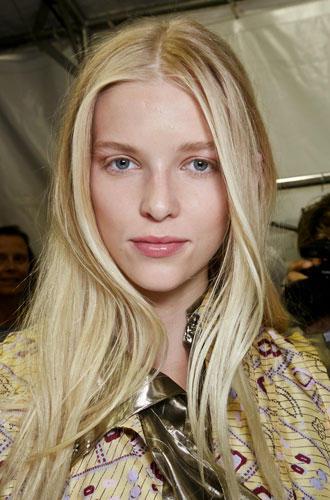 Sexy Frisuren: Sexy Frisur, weil: lang, blond – geht immer.