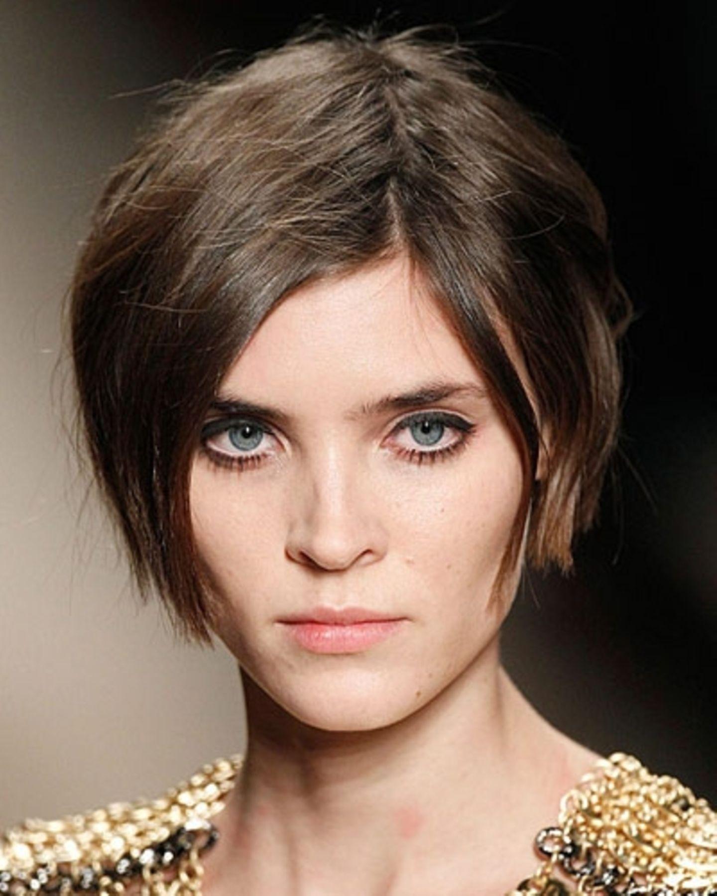 Sexy Frisur, weil: Diese Frisur den Hals so wunderschön betont.