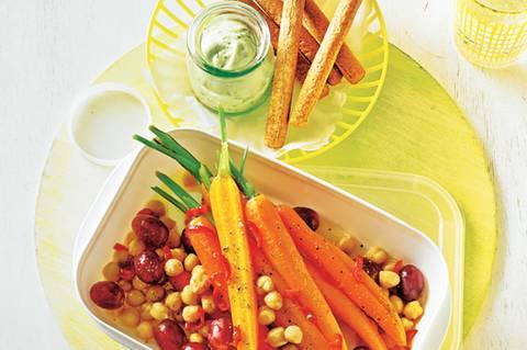 Chili-Möhren, Trauben und Avocado-Dip