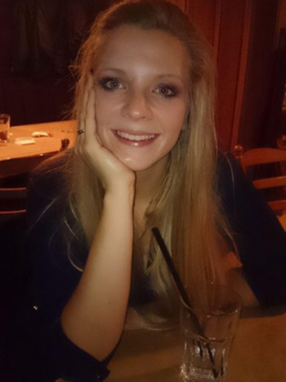 Sarah Leese (29) gab ihren Job auf, machte eine Pilgerreise und begann, ihre künstlerischen Träume zu verwirklichen. Dann zerbrach ihre Beziehung. Heute liebt die Münchenerin das Schreiben, das Malen, ihren neuen Job - und das Leben.