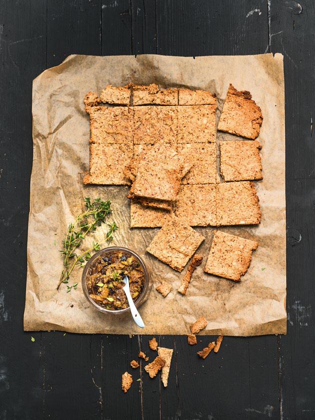 Walnuss-Cracker mit Feigen-Dip