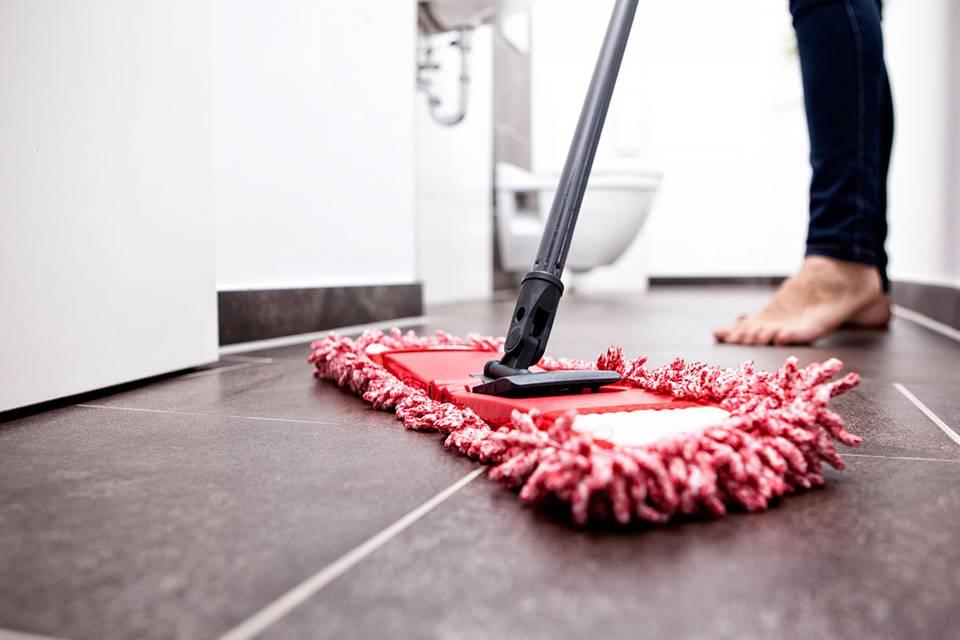Das solltest du tun, bevor du dein Badezimmer putzt