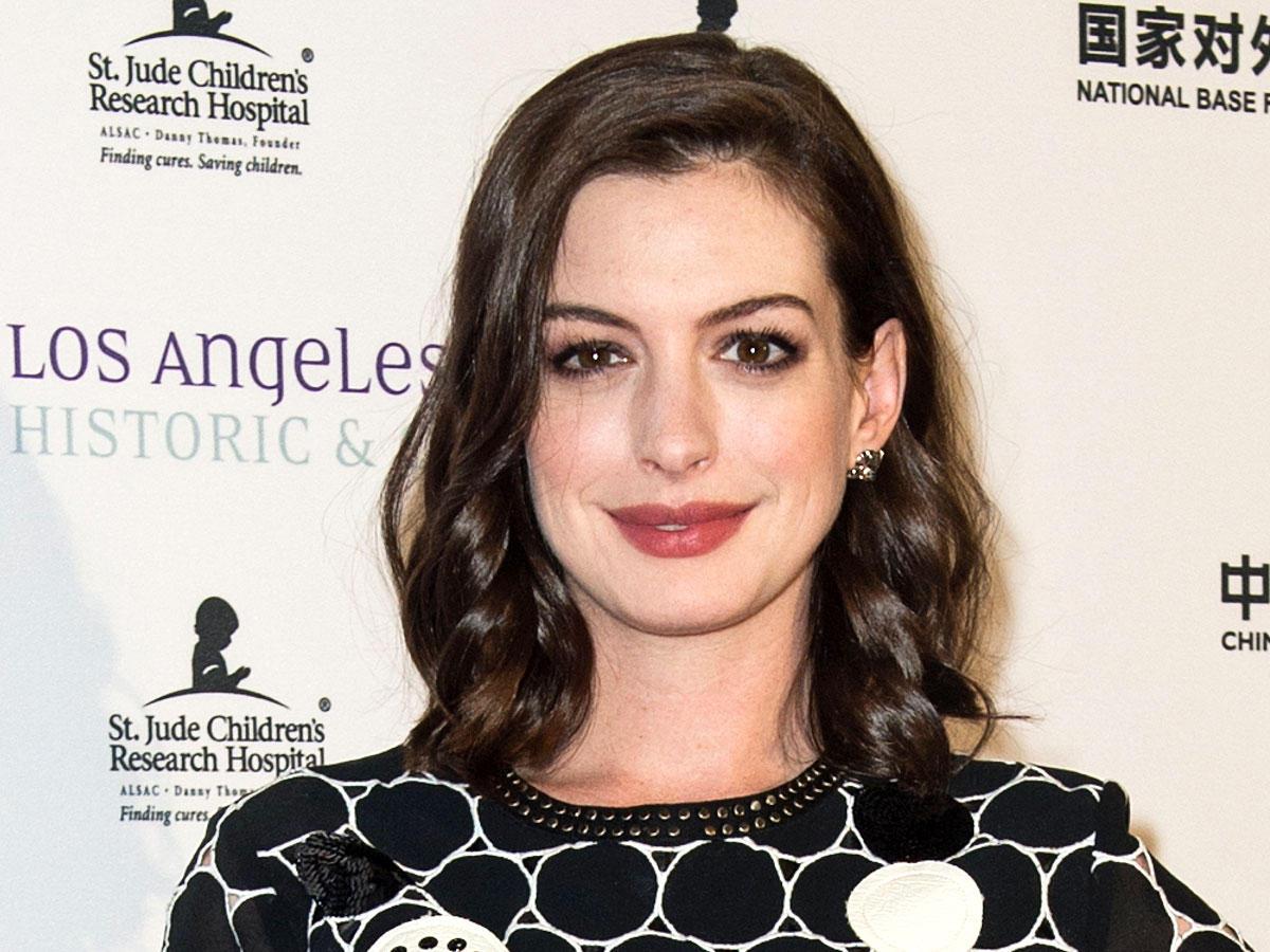 Neuer Look: Anne Hathaway ist jetzt blond!