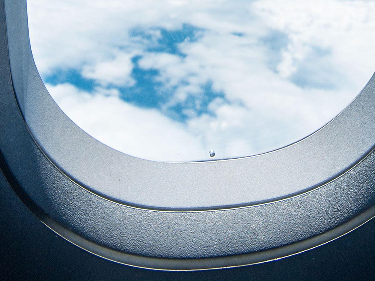 Darum hat jedes Flugzeugfenster ein Mini-Loch