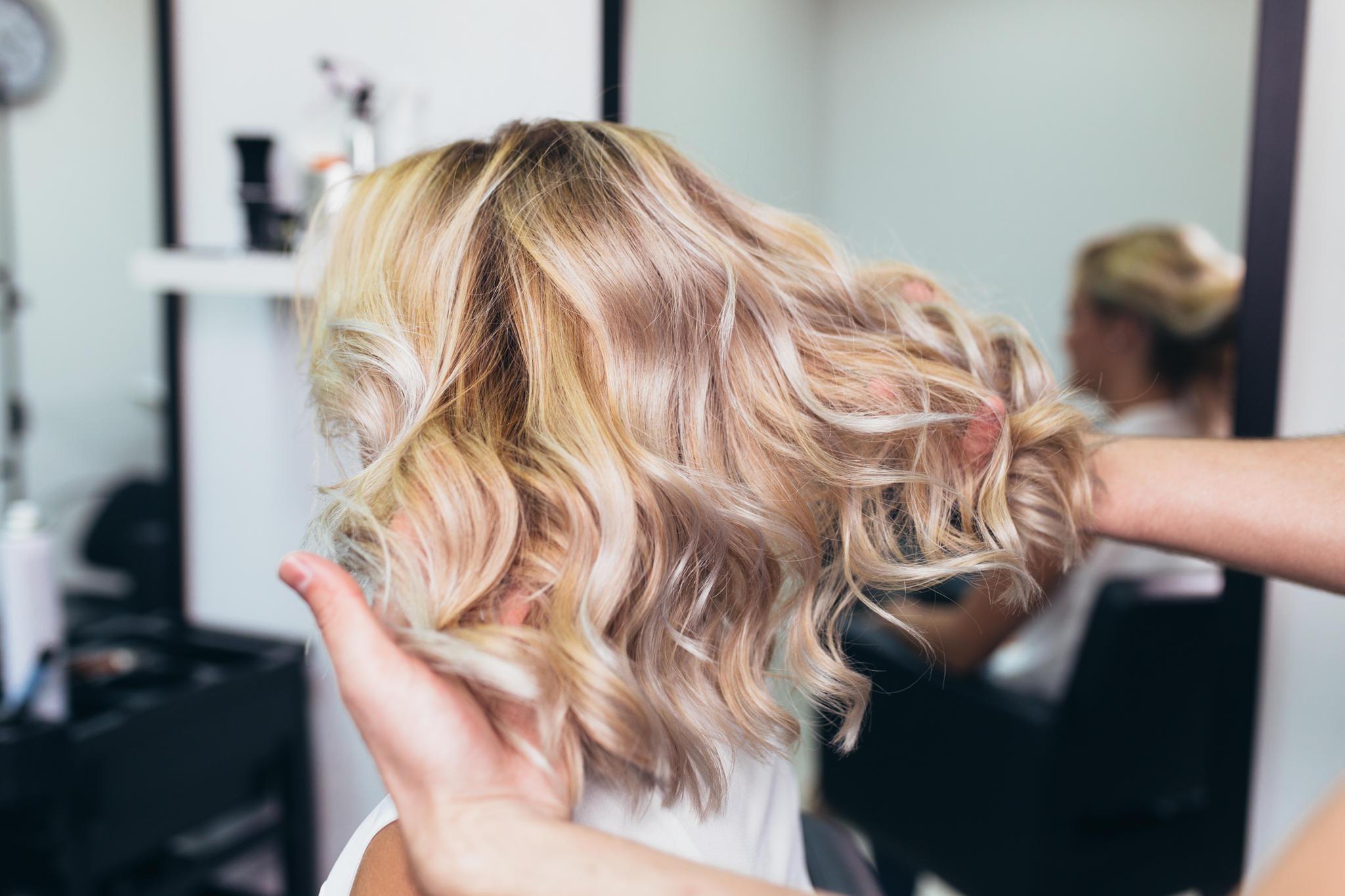 Darf man in der Schwangerschaft die Haare färben?
