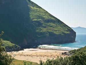 Radtour: Zwischen Bilbao und Laredo kann man zu Füßen des Sonabia-Kliffs herrlich baden. Hinfahren!