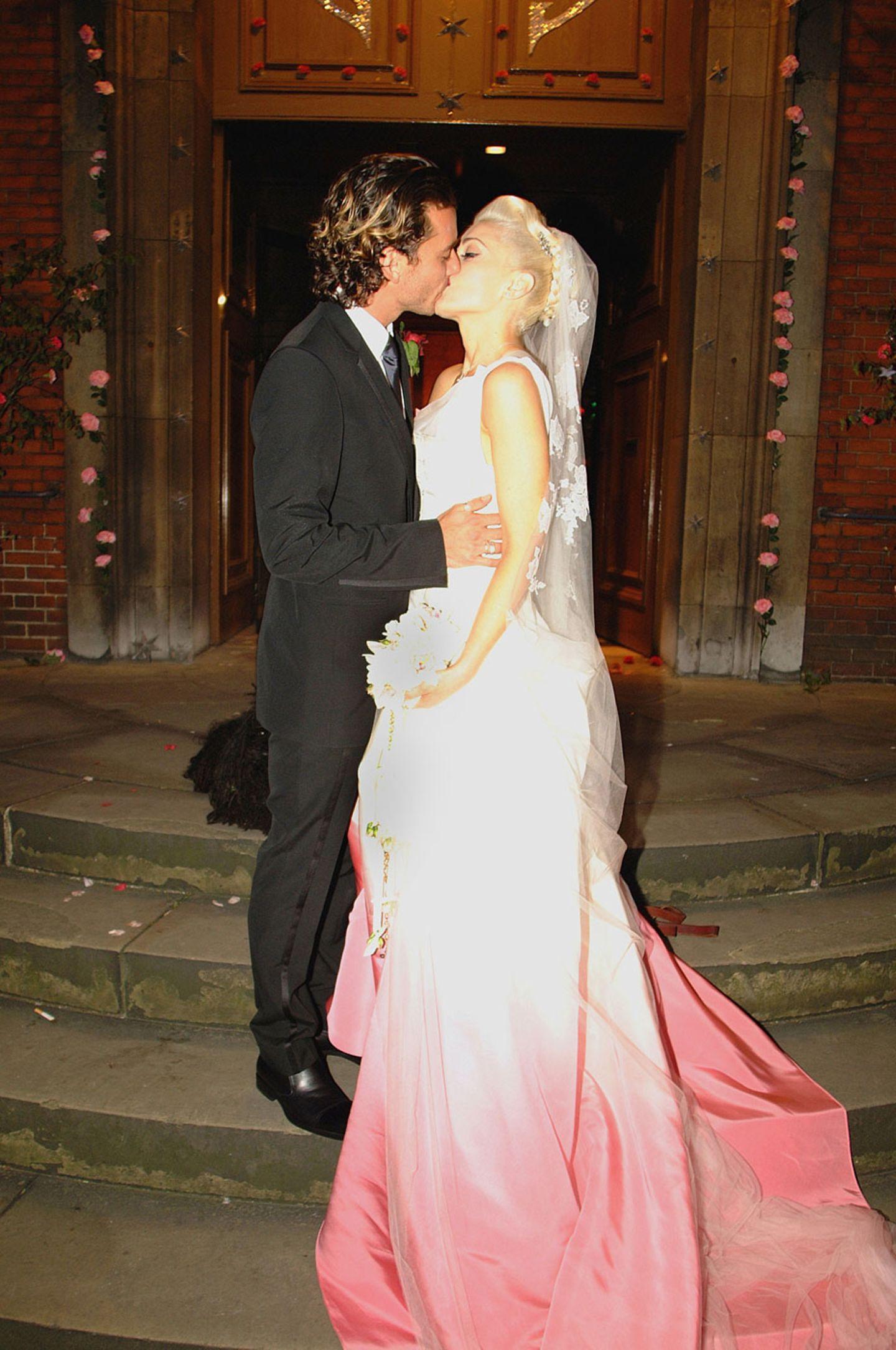 Blind vor Liebe: 13 echt schräge Promi-Hochzeitskleider  BRIGITTE.de