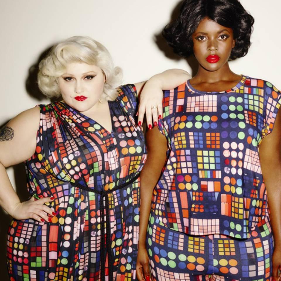 """Was für ein Hingucker! Das """"Double Bubble""""-Kleid kostet umgerechnet ca. 311 Euro, das T-Shirt im selben Muster ist für rund 59 Euro zu haben."""