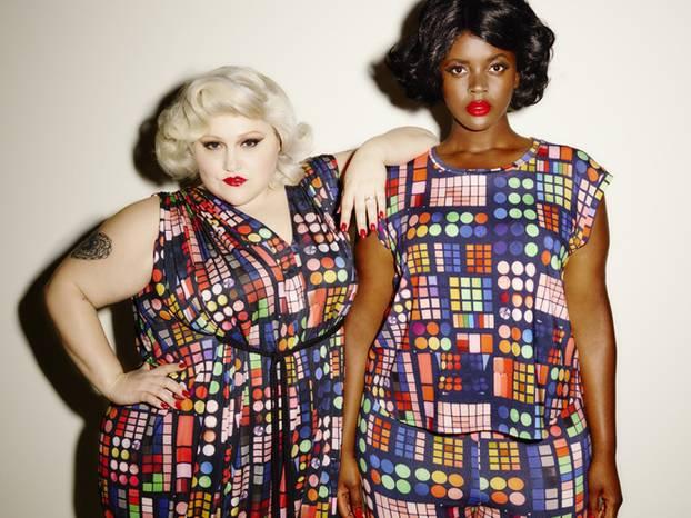 """XL-Statement: Was für ein Hingucker! Das """"Double Bubble""""-Kleid kostet umgerechnet ca. 311 Euro, das T-Shirt im selben Muster ist für rund 59 Euro zu haben."""