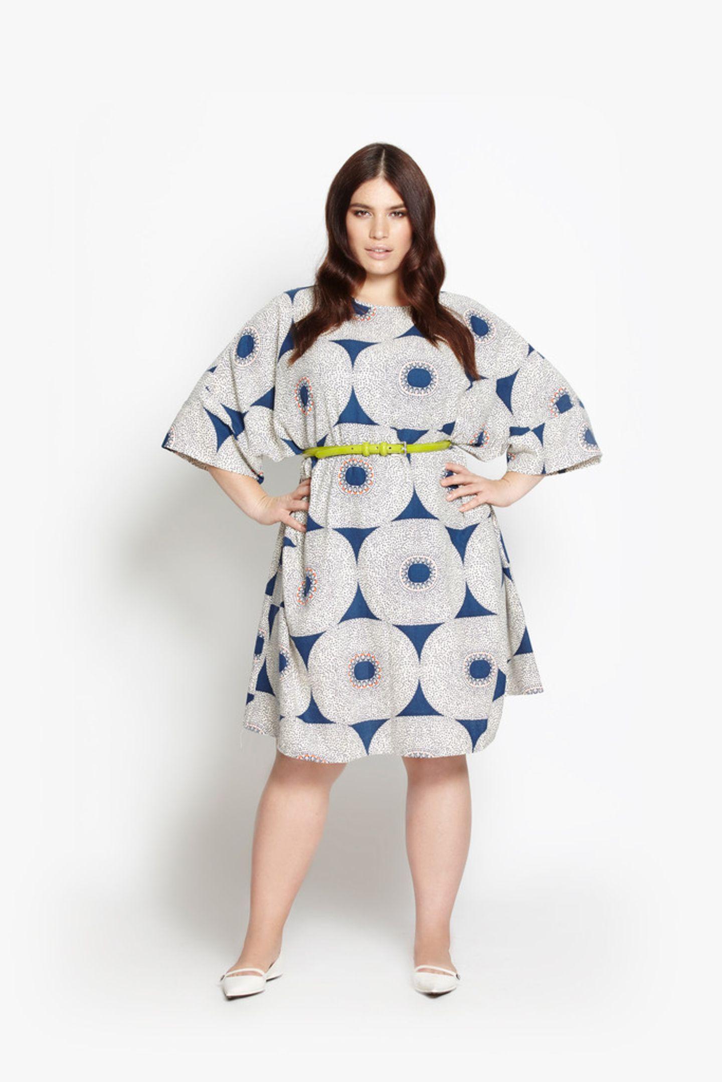 Das ausgestellte Kleid mit Sixties-Print und weiten Ärmeln kostet rund 179 Euro.