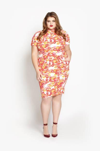 XL-Statement: Zum Knutschen, dieses Kleid mit Kussmund-Print. Es kostet umgerechnet rund 221 Euro.