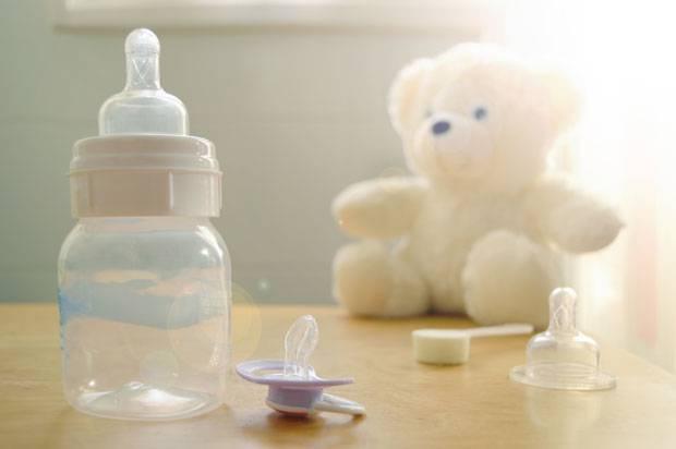 Wer nicht stillt, braucht für das Baby Fläschchen.