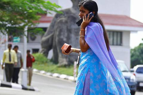 Handyverbot für Mädchen - in Indien gibt's das leider wirklich