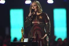 Adele räumt vier Trophäen ab - und unterstützt Kollegin Kesha