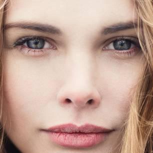 Diese Augenbrauenform lässt uns jünger wirken 👀