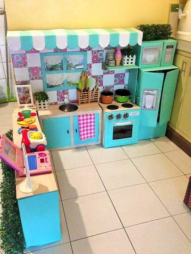 Selbermachen: Mutter verwandelt alte Kartons in eine traumhafte Kinderküche