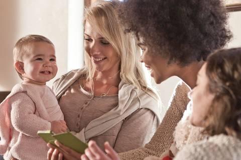 9 Dinge, die Mütter nach der Geburt wirklich brauchen