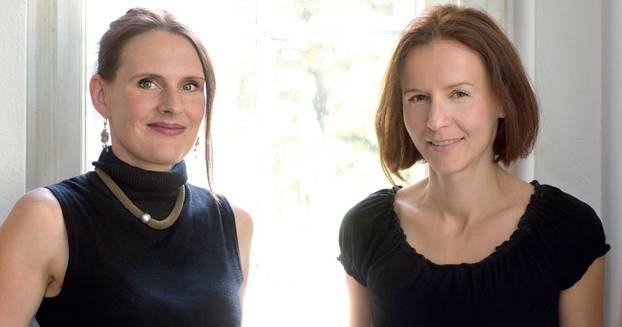 Debatte: Bestsellerautorin Alina Bronsky (rechts) und Doula Denise Wilk wissen, wovon sie sprechen: Beide haben zusammengezählt zehn Kinder (Stiefkinder nicht mitgerechnet).