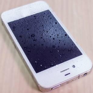Trick 17: DAS solltet ihr tun, wenn euer Handy ins Wasser gefallen ist