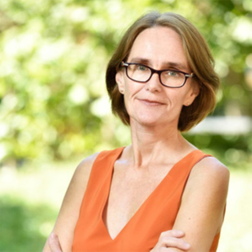"""Christine Finke schreibt seit 2011 das Blog """"Mama arbeitet"""" über ihr Leben als Alleinerziehende mit drei Kindern. Die freie Journalistin und Kinderbuchtexterin lebt in Konstanz, wo sie sich im Stadtrat für Familien einsetzt. Sie ist auch einer unserer Blog-Lieblinge."""