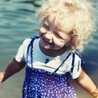 Nordische Namen: Blondes Mädchen lacht