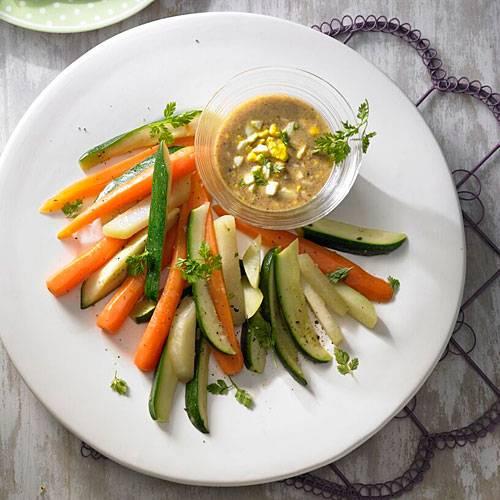 Osterbrunch: Gemüseplatte mit Eier-Vinaigrette