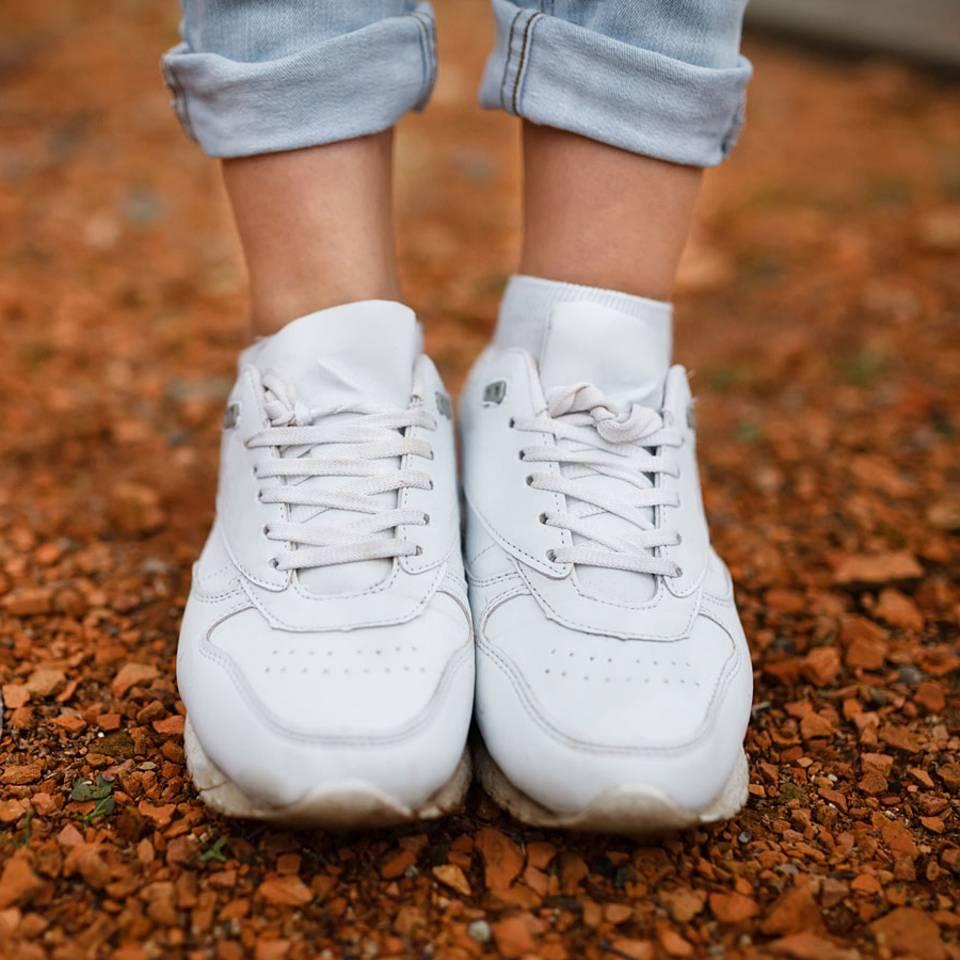 So reinigt ihr eure weißen Sneakers effektiv