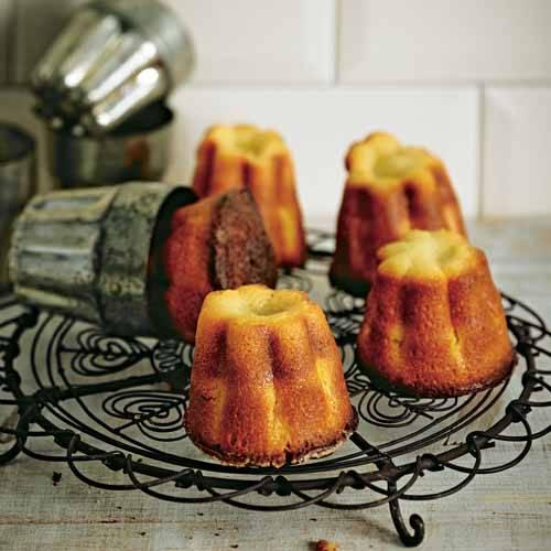 Die Mini-Törtchen solltet ihr frisch gebacken servieren, dann sind sie am knusprigsten Zum Rezept: Canneles
