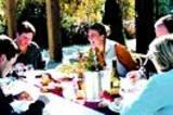 Gina Gallo mit Freunden auf der Terrasse der Frei-Ranch, eines der Weingüter der Familie.