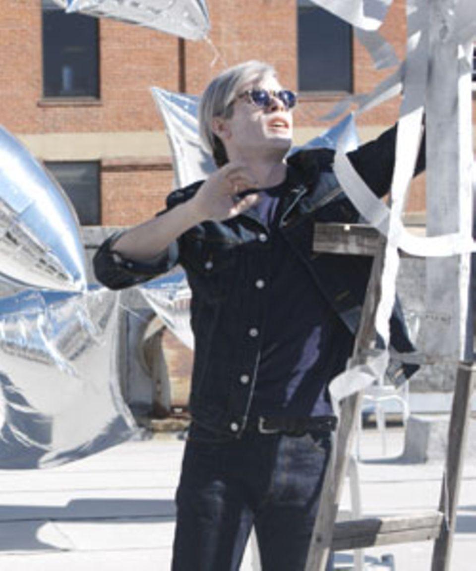 "Guy Pearce alias Andy Warhol in dem Film ""Factory Girl"""