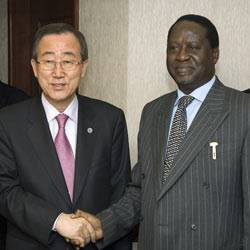 Oppositionsführer Raila Odinga (rechts) und UN-Generalsekretär Ban Ki Moon.