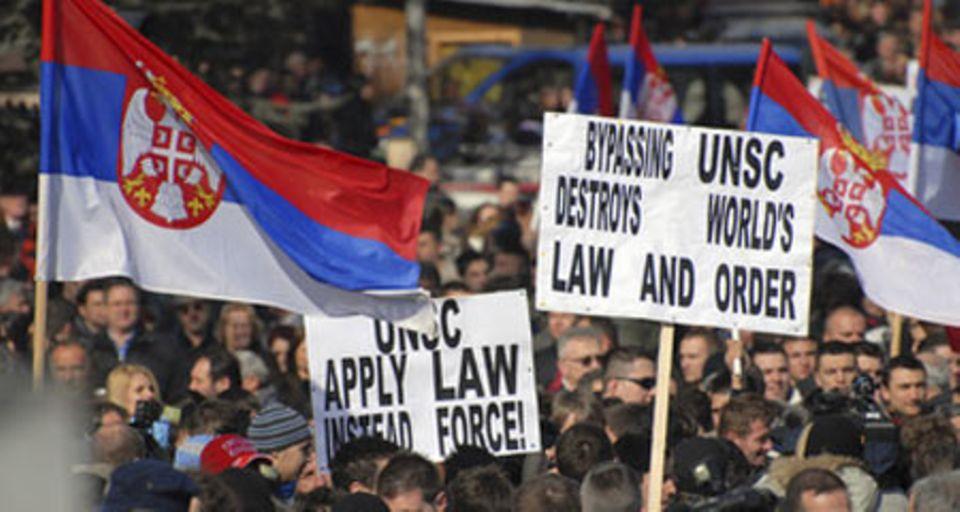Eine serbische Anti-Kosovo-Demonstration