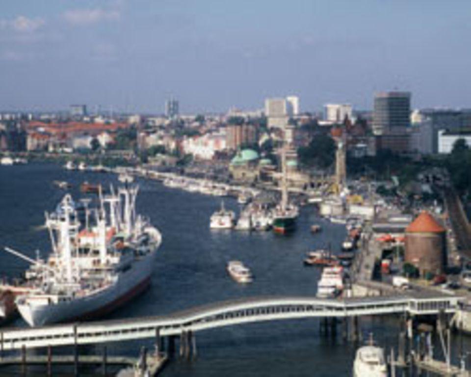 Der Hamburger Fischmarkt liegt - wie könnte es anders sein - direkt am Hafen.