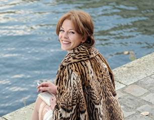 Glücklich und begeistert genießt Romy (Jessica Schwarz) Paris.