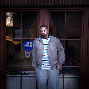 Beschaulich: Samy Deluxe auf der Terrasse seiner Doppelhaus-Hälfte