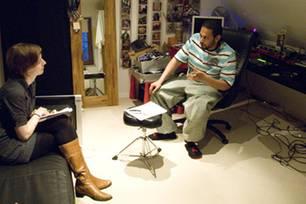 Samy Deluxe in seinem Arbeitszimmer