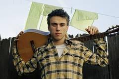 Der Junge mit der Gitarre? Nein, das ist Clueso - gewohnt entspannt