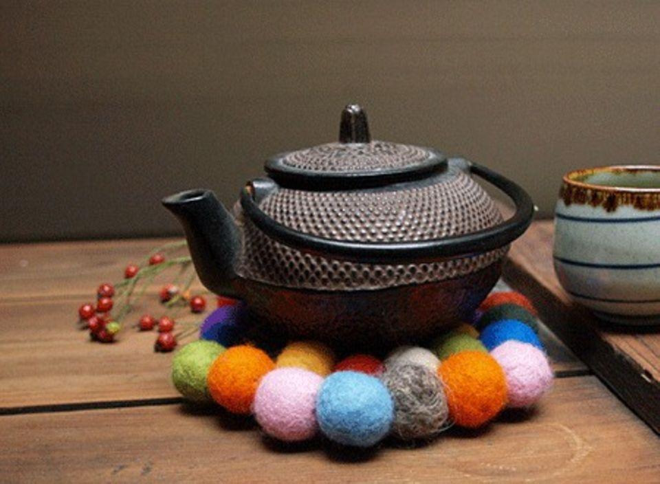 Auf dem Untersetzer aus Filz hat es eure Teekanne schön gemütlich!