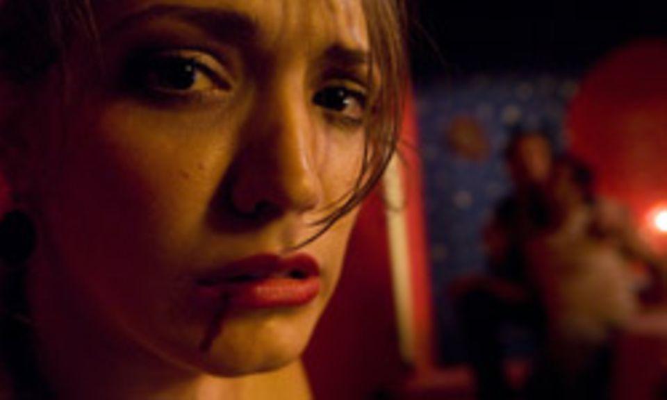 """Tamara weiß in """"Revanche"""" nicht, wie sie ihrem Zuhälter entkommen kann. Alex schon. Doch um welchen Preis?"""