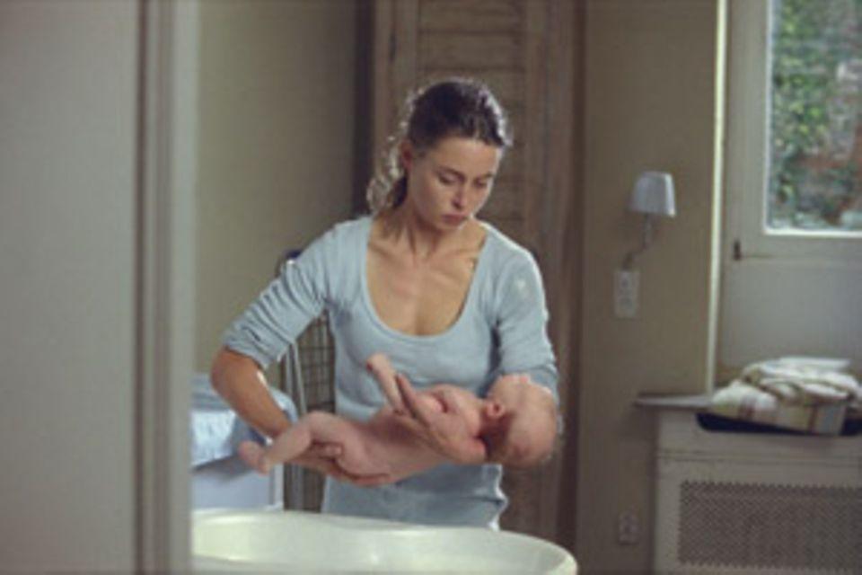 Rebecca badet ihren Sohn. Und gerät in Versuchung, ihn zu ertränken.