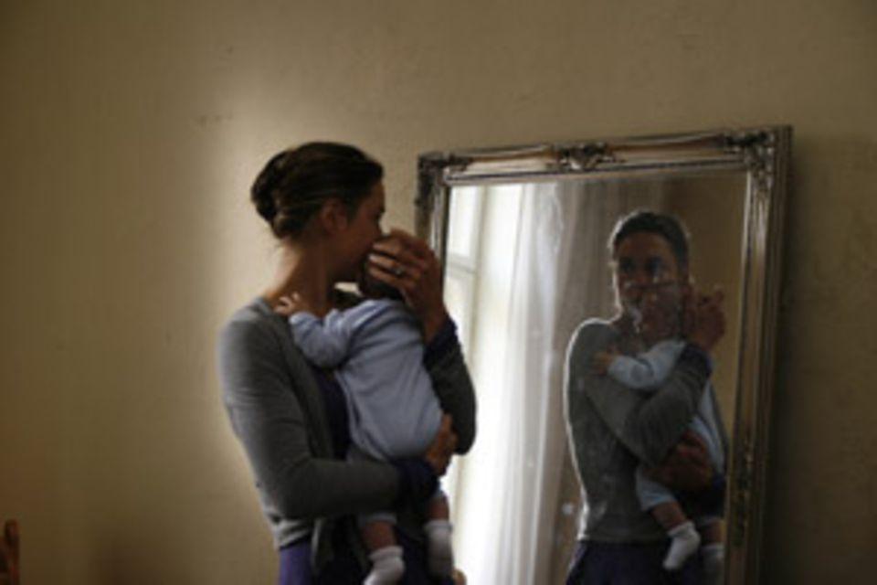 Rebecca schafft es nicht, Liebe für ihr Kind zu empfinden. Es bleibt ihr fremd.