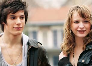 Lola (Christa Theret) hat sich in ihren besten Freund Mael (Jeremy Kapone) verliebt.